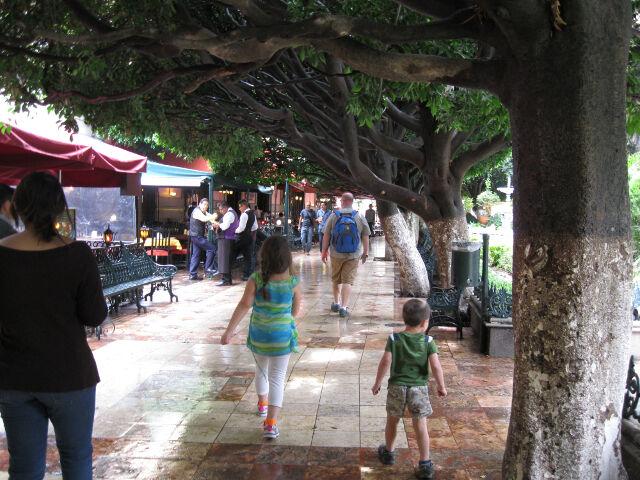 downtown-guanajuato-plaza-1
