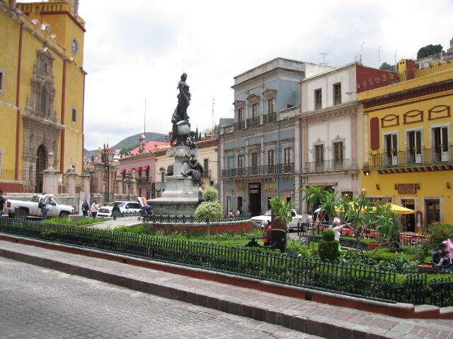 downtown-guanajuato-plaza-2
