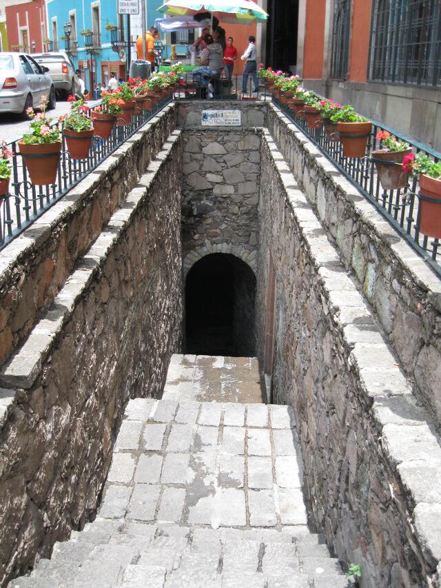 guanajuato-tunnel-1