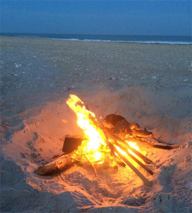 campfire-on-beach